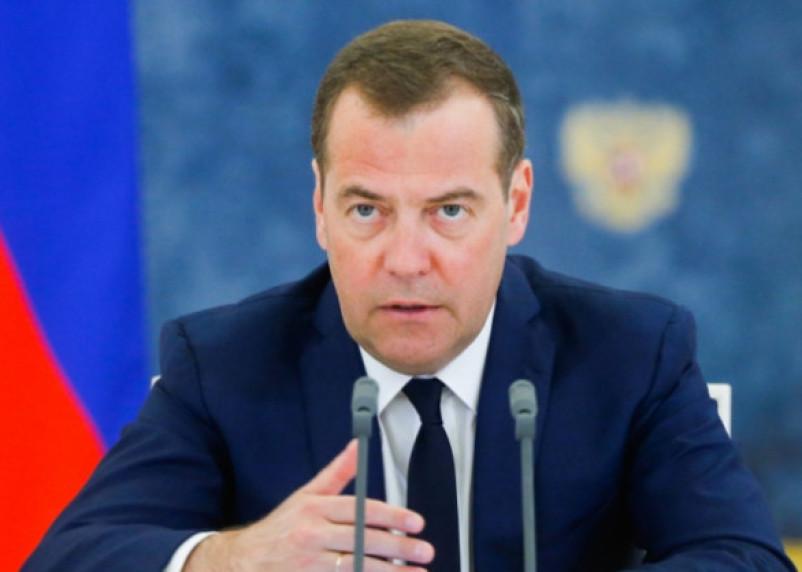 Медведев хочет перевести россиян на четырехдневную рабочую неделю. Но не сейчас