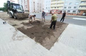 Как благоустраивают территорию 33-й школы в Смоленске