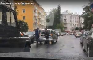 В Смоленске на Дзержинского машины попали в «капкан»