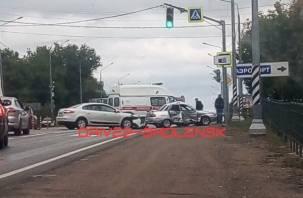 Серьезная пятничная авария на Рославльском шоссе собрала пробку