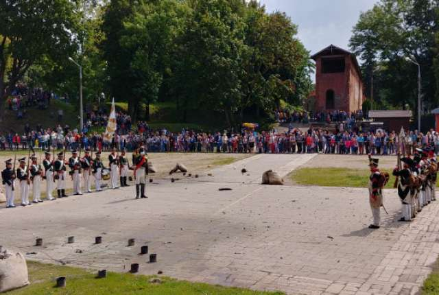 Реконструкция Смоленского сражения прошла в Лопатинском саду