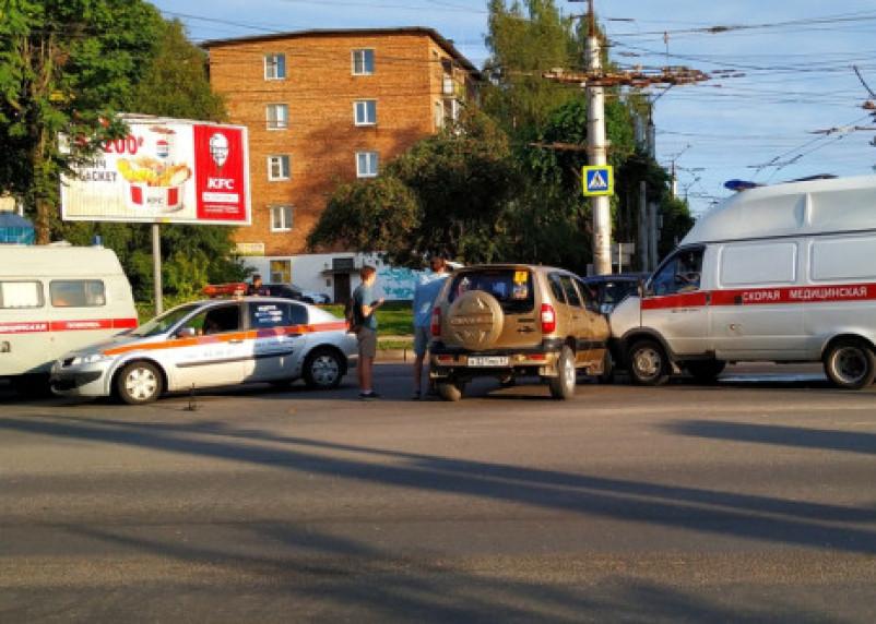В Смоленске Нива протаранила карету скорой помощи