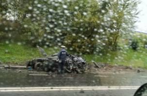 Водитель «Опель Астры» «летел с превышением» и снес столб на Рославльском шоссе. В Сети появилось видео жесткой утренней аварии