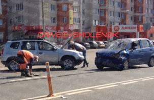 Серьезная авария в Смоленске затрудняет движение транспорта