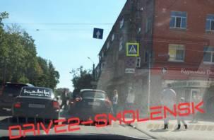 Автоледи устроила ДТП перед «зеброй» в центре Смоленска