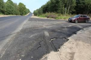 На Смоленщине не могут закупить материалы и дорожную технику для ремонта автодорог