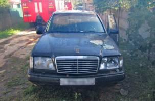 В Сафонове горел Mercedes-Benz