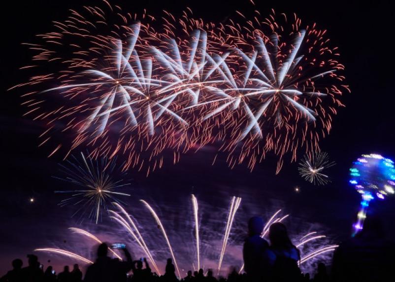 Названо время начала новогоднего салюта в Москве
