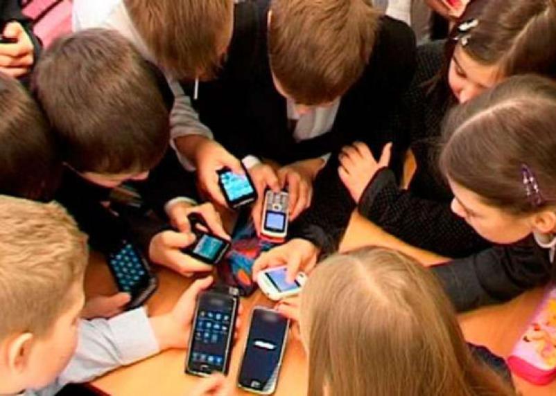 В смоленских школах запретят смартфоны?