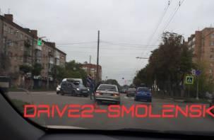 Бампер сильно смят. Из-за аварии на улице Кирова собралась пробка