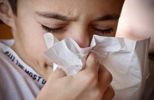 Назван симптом, который отличает коронавирус от простуды