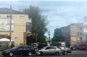 В Смоленске не разъехались две иномарки на Крупской