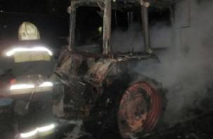 В Смоленском районе сгорел экскаватор-погрузчик