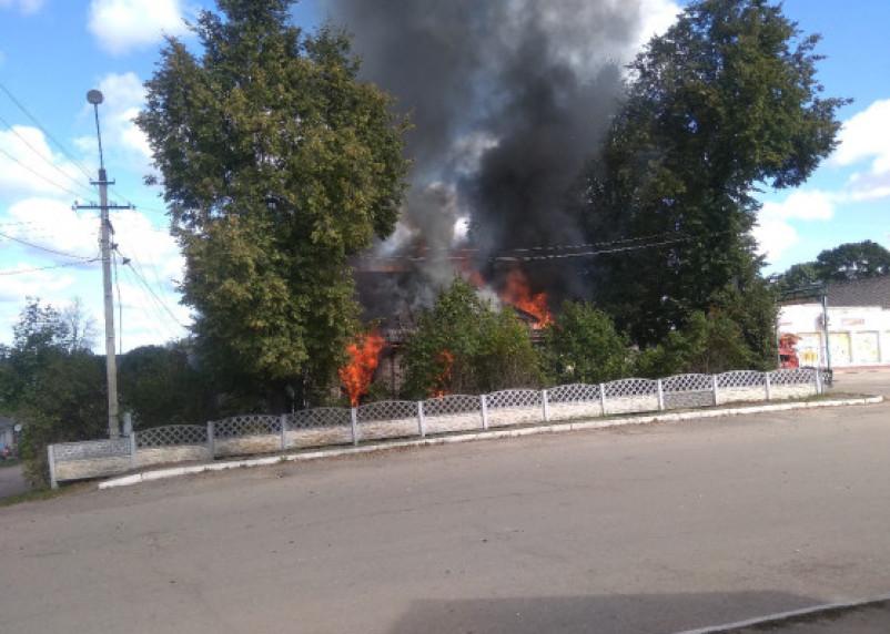 В соцсетях жители смоленского поселка рассказали о крупном пожаре