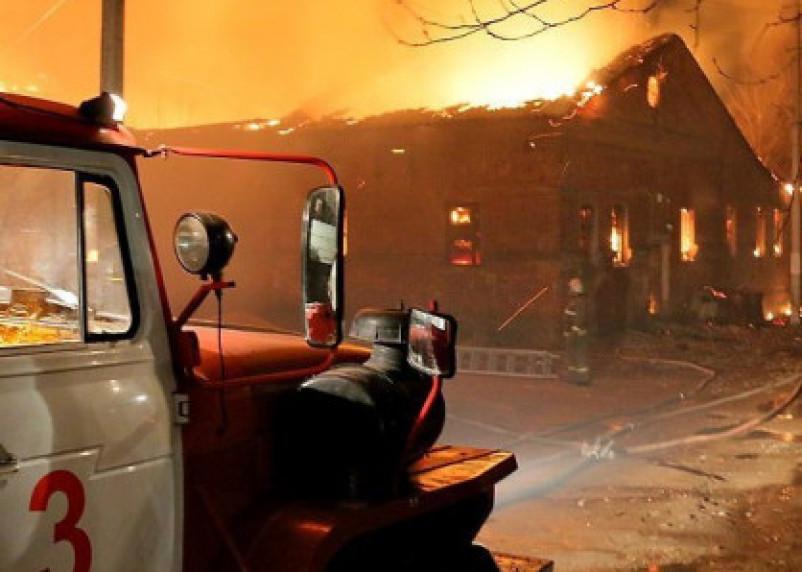 В Монастырщинском районе огонь уничтожил дачный дом