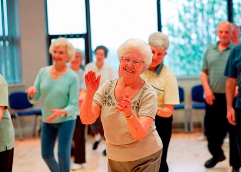 Танцам возраст не помеха. Смоляне три раза в неделю самовыражаются под музыку