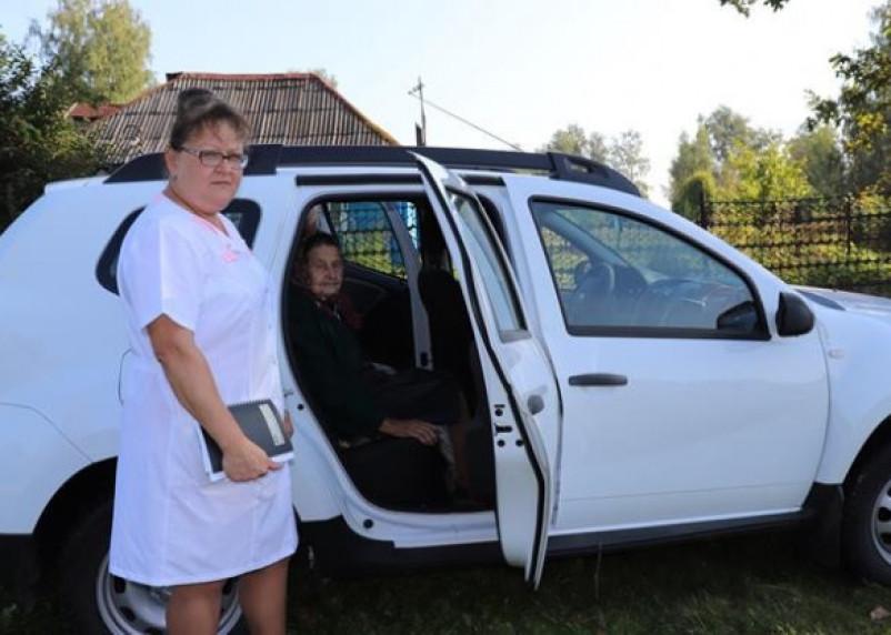 Смоленских пенсионеров начали увозить из дома и возвращать после скринингов обратно