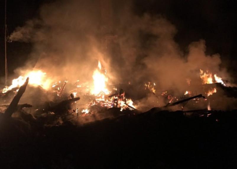 Ночью в Хиславичском районе сгорел дом