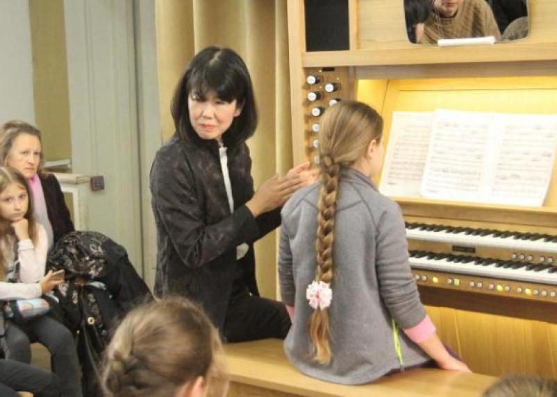 Известная органистка Хироку Иноуэ провела мастер-классы для одаренных детей в Смоленске