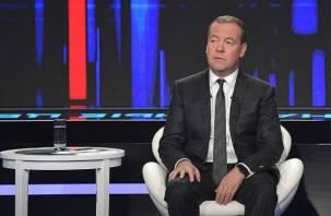 Медведев отменил более 220 тысяч нормативных актов СССР