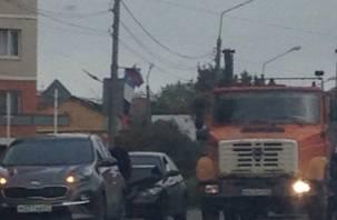 BMW влетела в KIA. На улице Крупской произошла серьезная пятничная авария