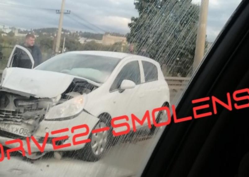 В Сети появились фото и видео серьезной аварии на мосту в Смоленске