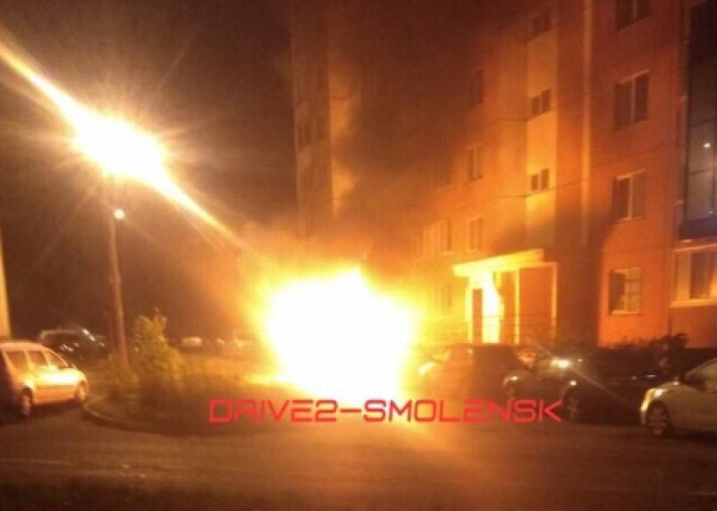 В Смоленске сегодня ночью сгорели сразу три авто