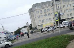 В Смоленске дороги перекрыты, много людей в касках и бронежилетах