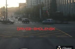 В Смоленске на перекрёстке Кирова-Гагарина появилась «вафельница»