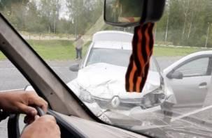 Форд в кювете. В Рославле жестко столкнулись два автомобиля