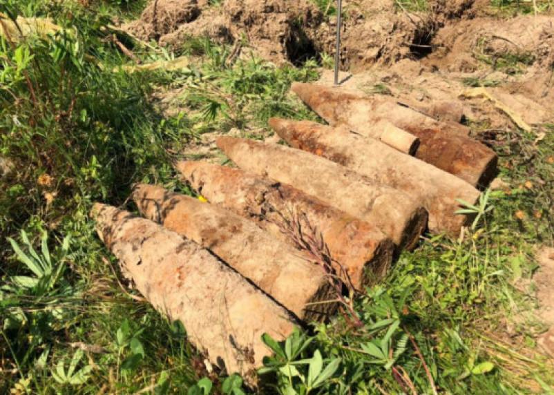 В Ярцеве нашли 10 артиллерийских снарядов на улице