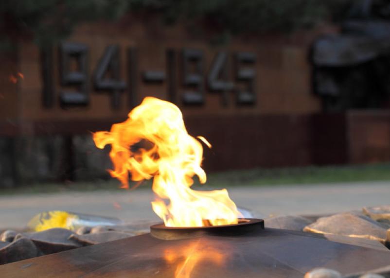 В Смоленске потушили Вечный огонь