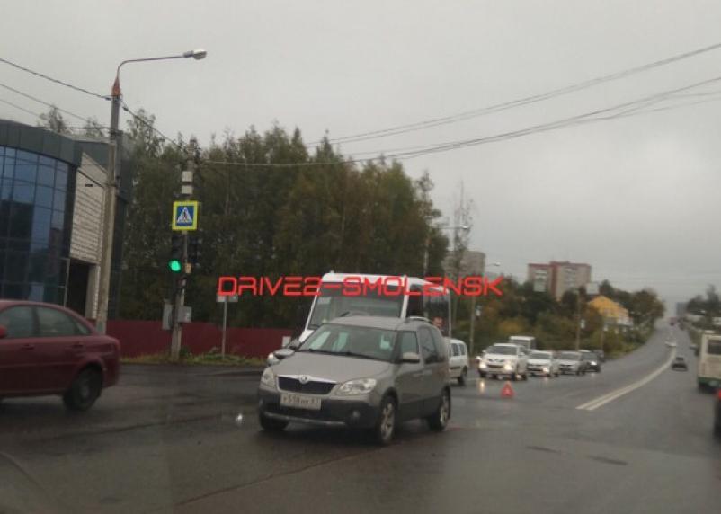В Смоленске на Гагарина пробка из-за ДТП с маршруткой