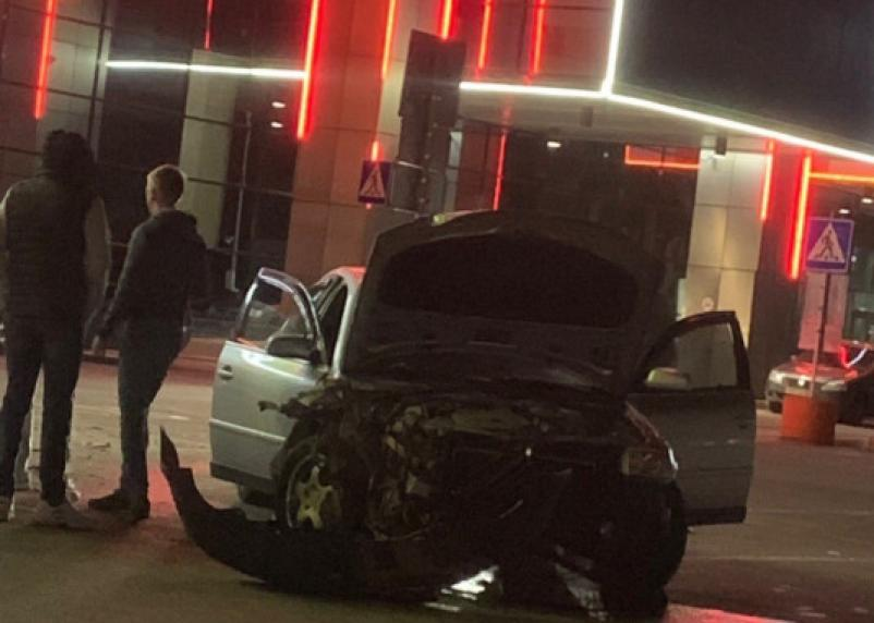В Смоленске ночной дрифт закончился для водителя разбитой машиной