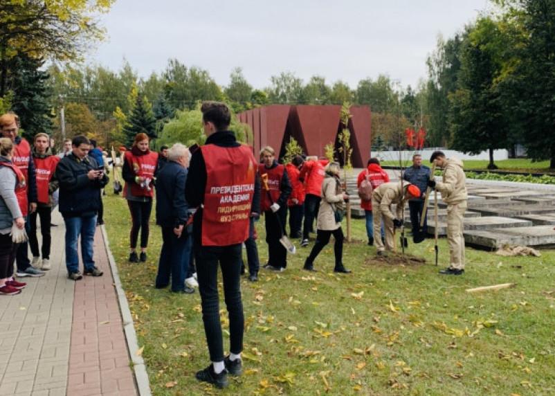 В Смоленске продолжается акция «Лес Победы»