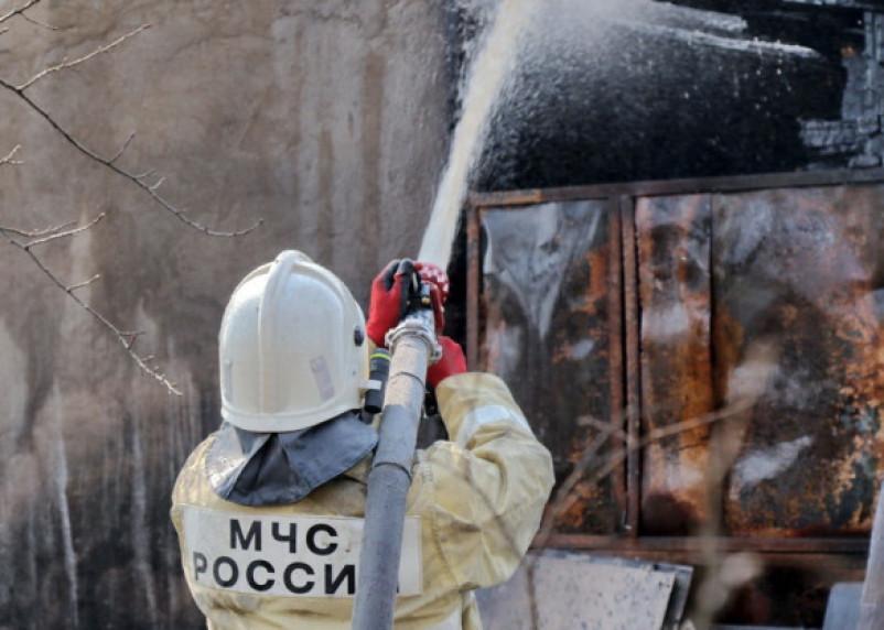 В Смоленской области пожарные спасли дом от огня