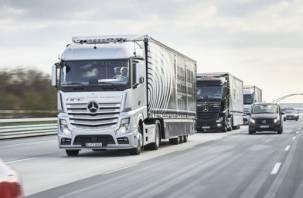 На российских дорогах скоро появятся караваны беспилотных грузовиков