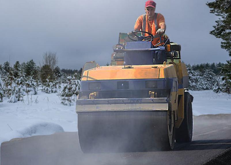 «Безопасные и качественные дороги» в Смоленской области рискуют уйти в зиму