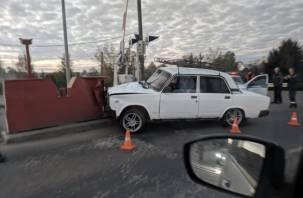 В Ярцеве ВАЗ попал в ДТП на ж/д переезде