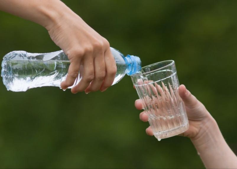 Роскачество проверило детскую воду по 108 показателям