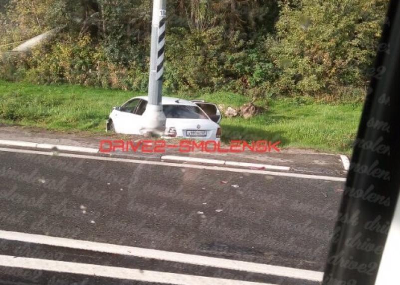 Иномарка в кювете. На Рославльском шоссе произошло серьезное ДТП