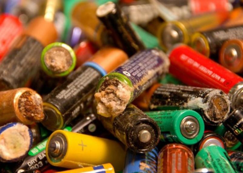 Россиянам запретят выбрасывать батарейки вместе с обычным мусором