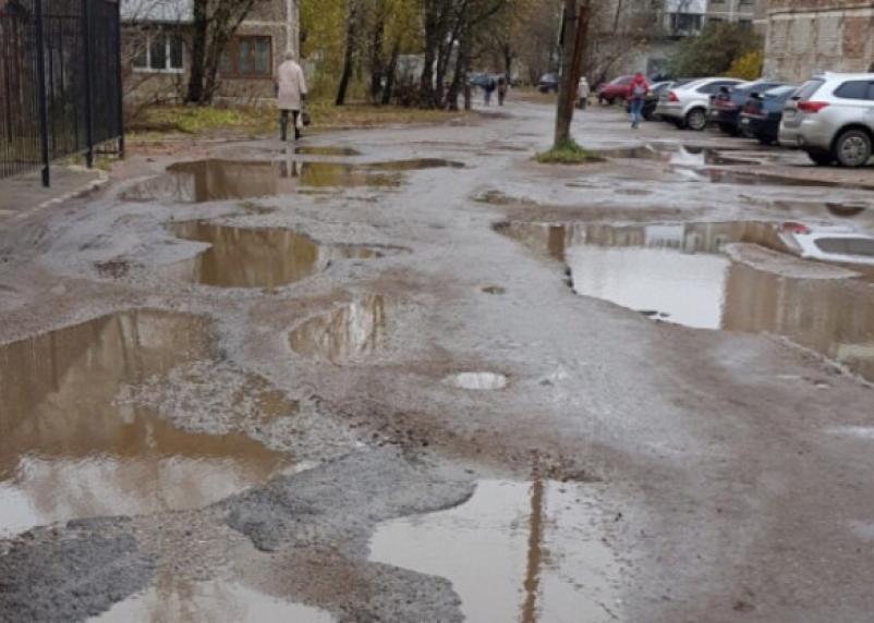Жители Смоленска не довольны состоянием дорог и парковок