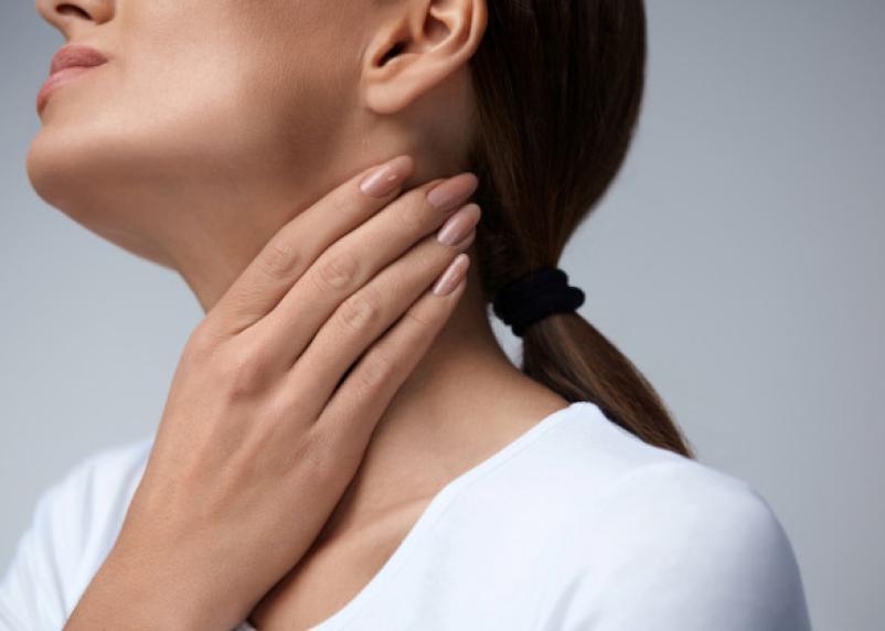 Врач рассказал, о каких болезнях сигнализирует ком в горле