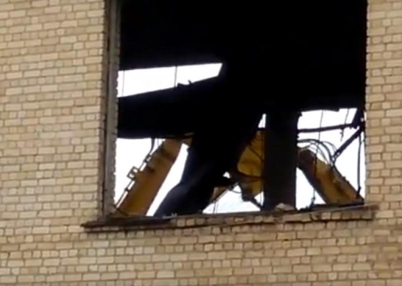 В Смоленске слом корпуса сгоревшего «Шарма» сняли на видео