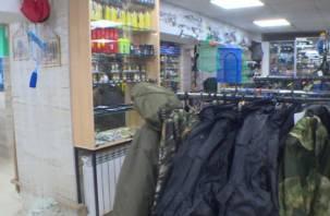 Проезжающий мимо вахтовик ограбил в Смоленской области рыболовный магазин