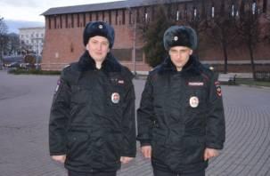 В Смоленске полицейские спасли людей из горящего дома