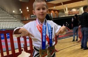 Юный «Хабиб» из Смоленска привёз две золотые медали из Амстердама