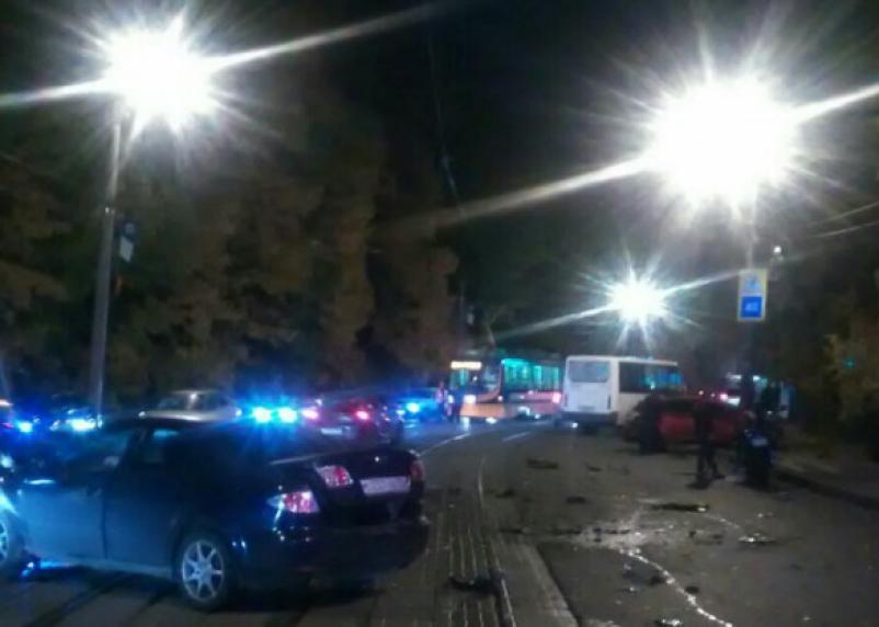 Тройное ДТП с маршруткой  в центре Смоленска попало на видео