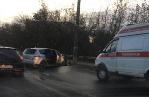 В Смоленске ДТП перекрыло дамбу